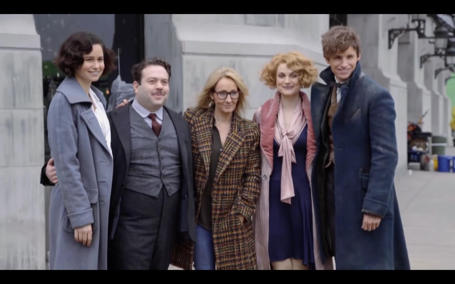 """Фото: playbuzz.com / Джоан Роулінг із акторами фільму """"Фантастичні звірі та де їх шукати"""""""